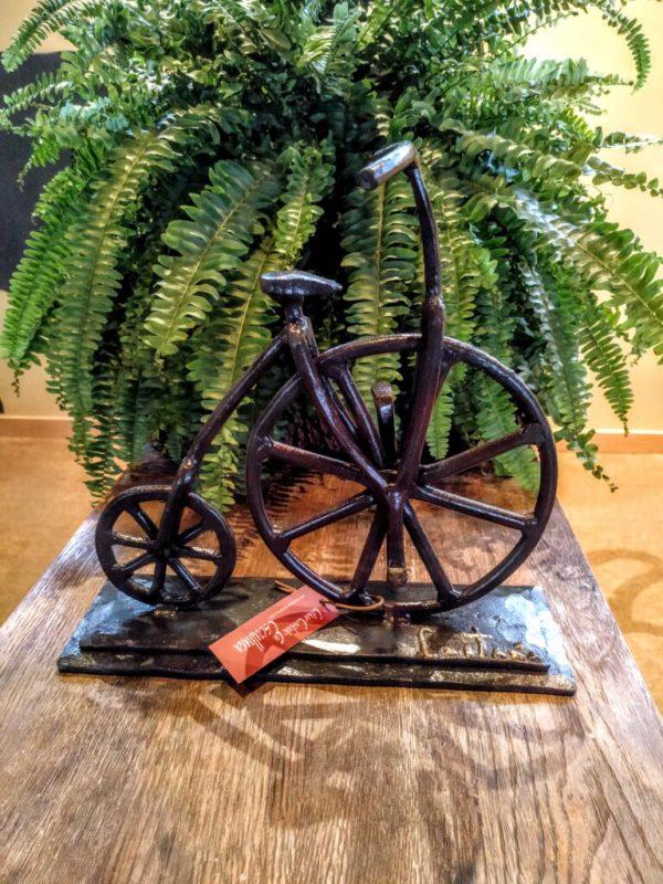 escultura-hierro-bicicleta