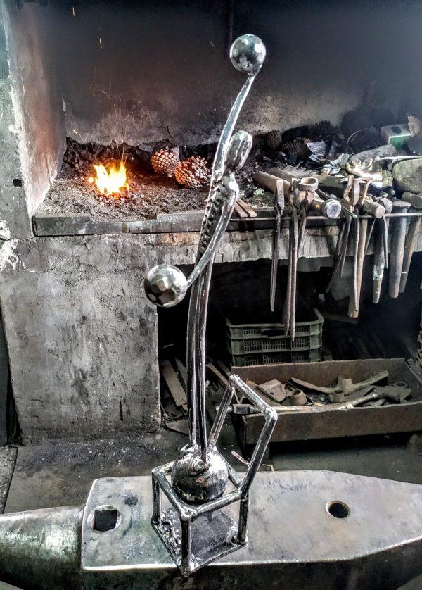escultura-hierro-desequilibrios