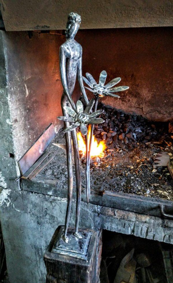 escultura-hierro-el-alma-en-petalos-ii