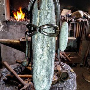 escultura-hierro-el-senor-de-la-oreja-verde