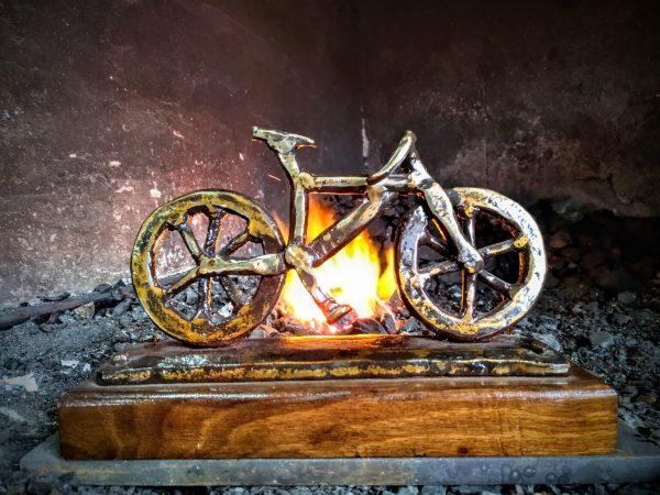 escultura-hierro-forjada-bicicleta