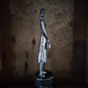 escultura-hierro-senora
