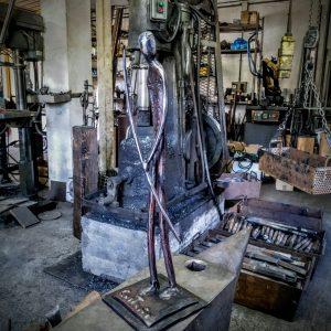escultura-hierro-the-walker-ii