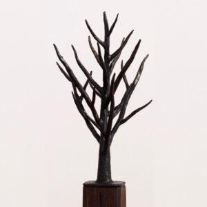 escultura-hierro-arbol-con-peana