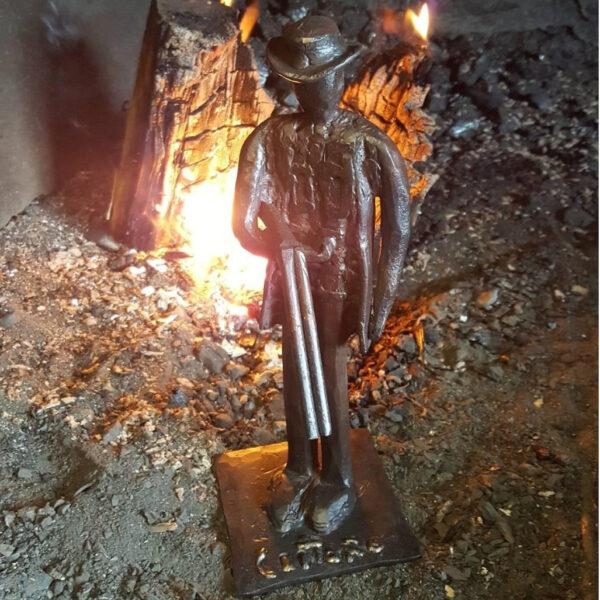 escultura-hierro-el-cazador