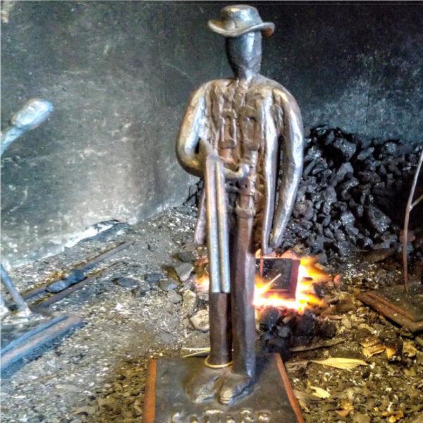 escultura-hierro-el-cazador-frente