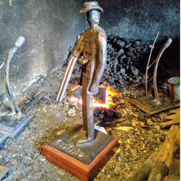 escultura-hierro-el-cazador-lateral