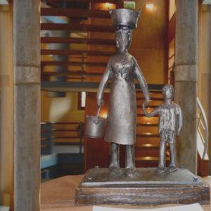 escultura-hierro-sobrecarga-con-peana-detalle