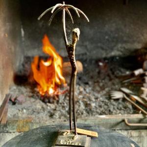 escultura-hierro-adversidad-i