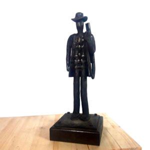 escultura-hierro-el-cazador-con-escopeta